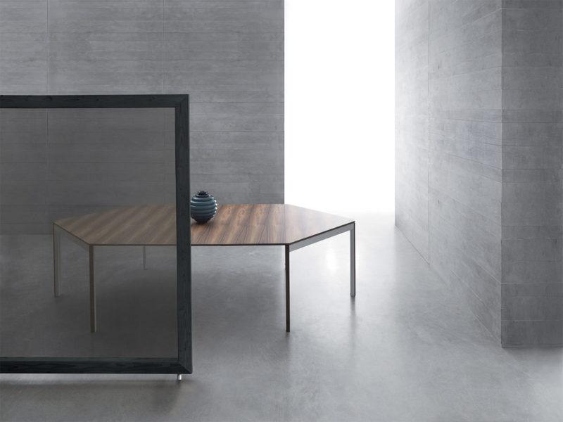 Tavolo allungabile con tecnologia Bauline Diesis ambientato aperto