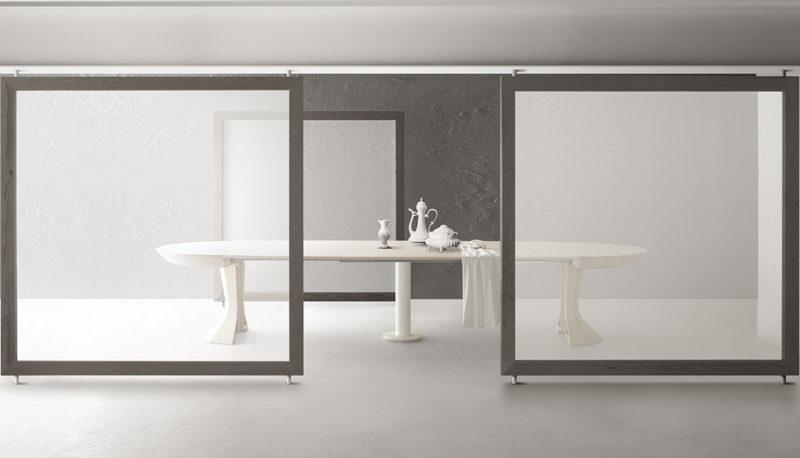 Tavolo allungabile con tecnologia Bauline Opera ambientato aperto