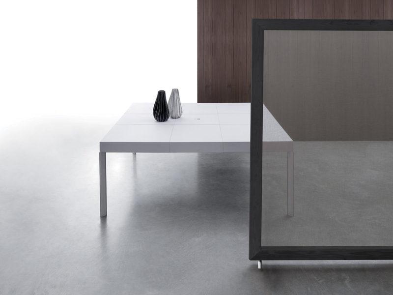 Tavolo allungabile con tecnologia Bauline Unisono ambientato aperto